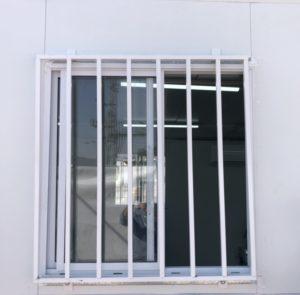 בורג לחלון