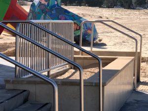 מאחז יד מנירוסטה לחוף