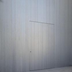 דלת מעוצבת במישור הקיר קו 0 – דגם 199511